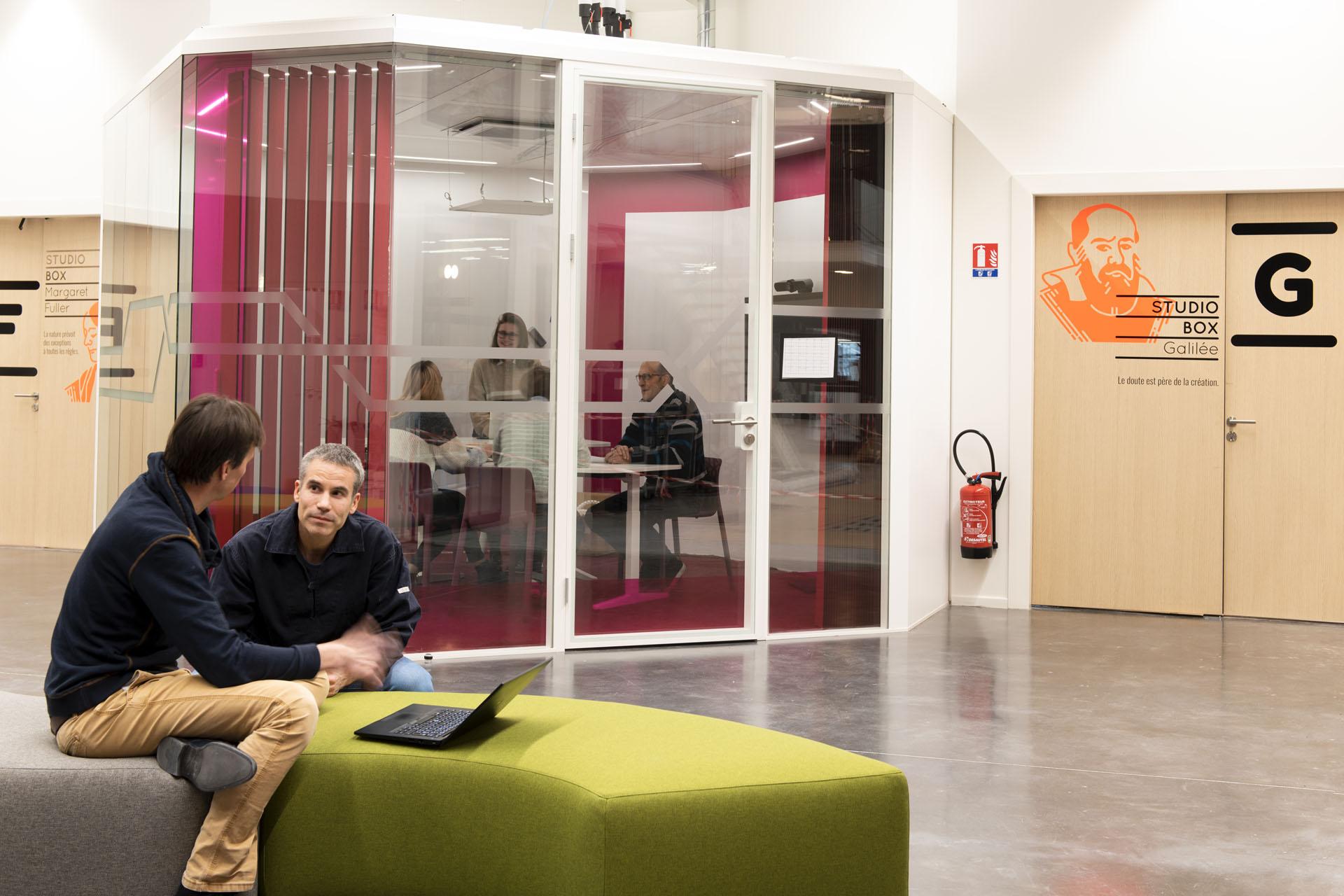 Y Spot Labs Espaces de travail Transit Box rose